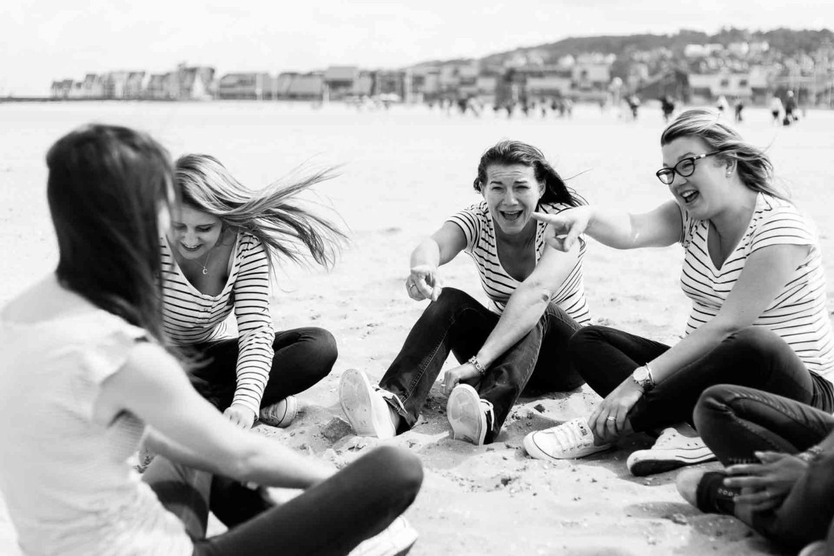 jeu sur la plage lors d'un evjf