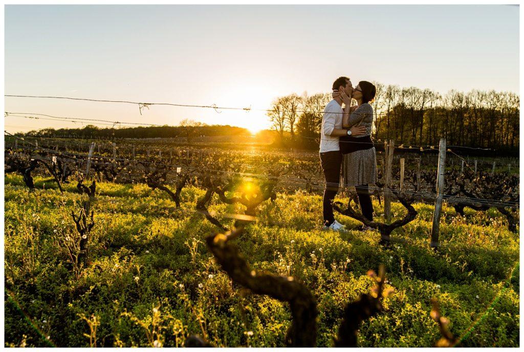 photos de grossesse gémellaire, dans les vignes près de tours, audrey guyon photographe