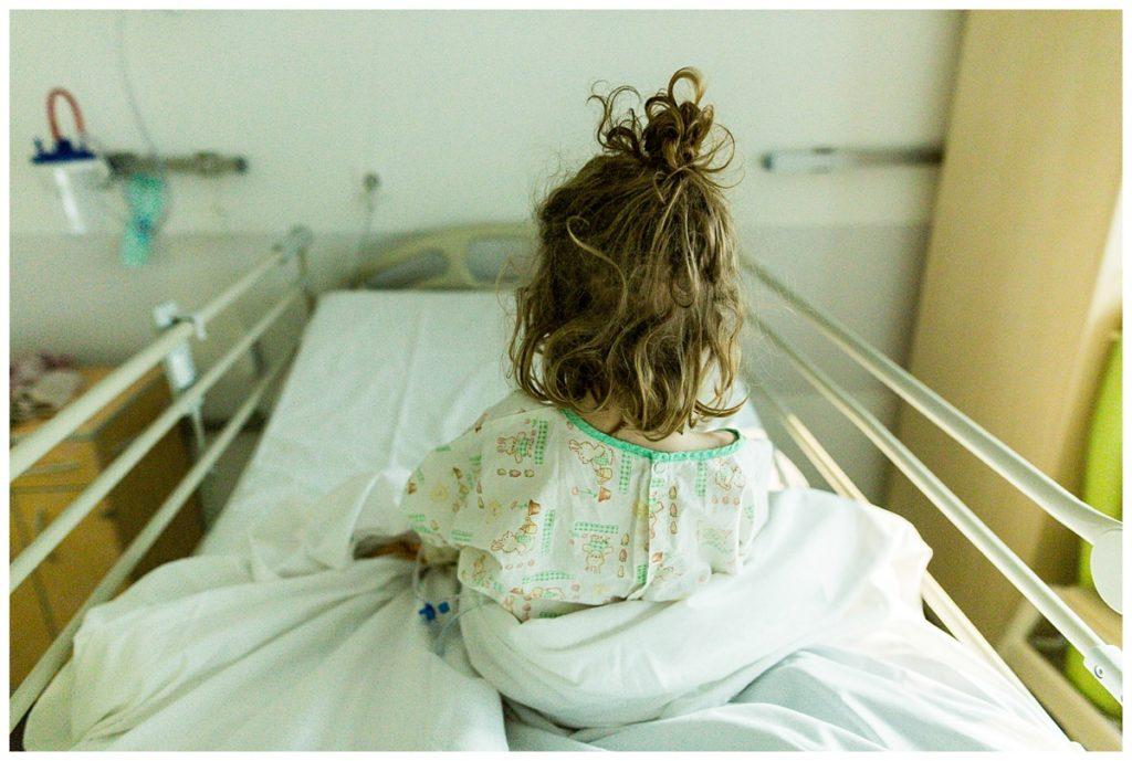 photographier le quotidien des enfants porteurs de handicap, à l'hôpital. photos par audrey guyon. reportage photo à l'hôpital
