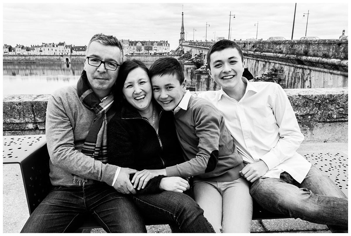 Photographe famille Blois – Séance famille dans les rues de Blois