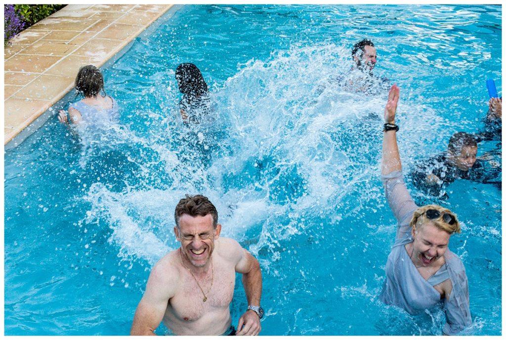 mariage gay dans une piscine