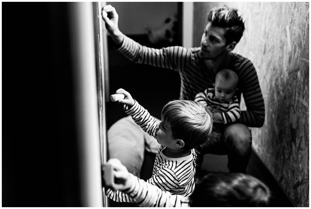 un mercredi avec papa photographié par audrey guyon photographe famille en normandie