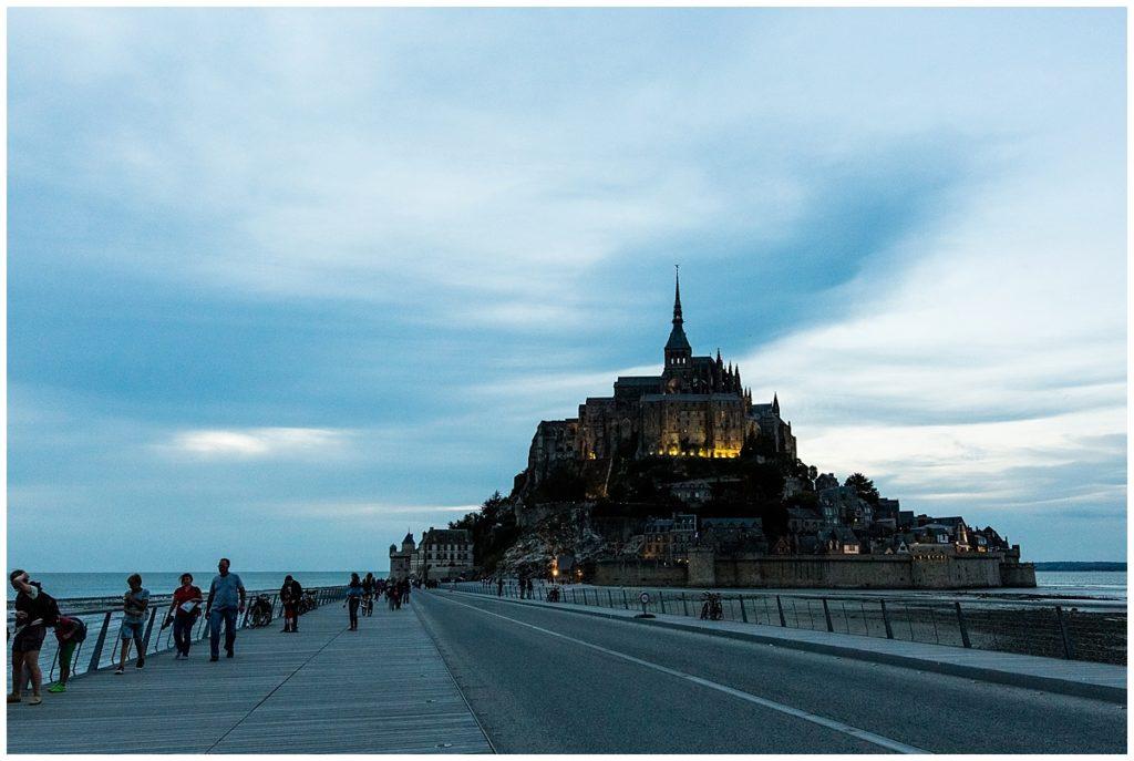 mont saint michel blue hour