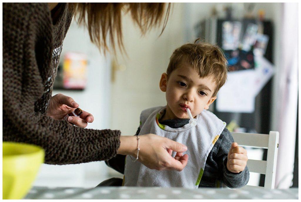 donner medicaments enfant handicape