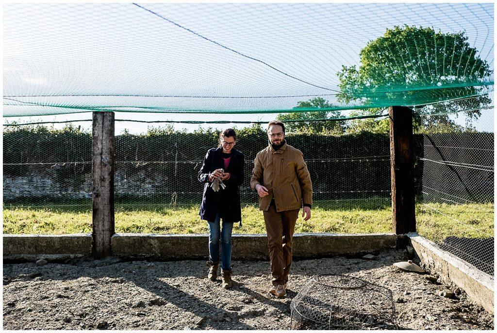 Linda et Gregory se marient prochainement. Ils sont tous les deux vétérinaires et vivent à la ferme. photos par audrey guyon photographe en normandie