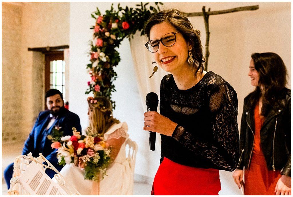 cérémonie laïque d'un mariage champêtre au colombier du manoir en normandie