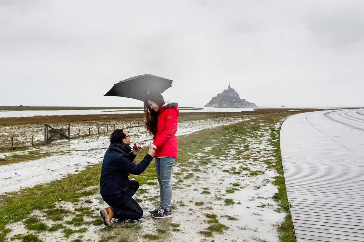 demande en mariage devant le mont saint michel
