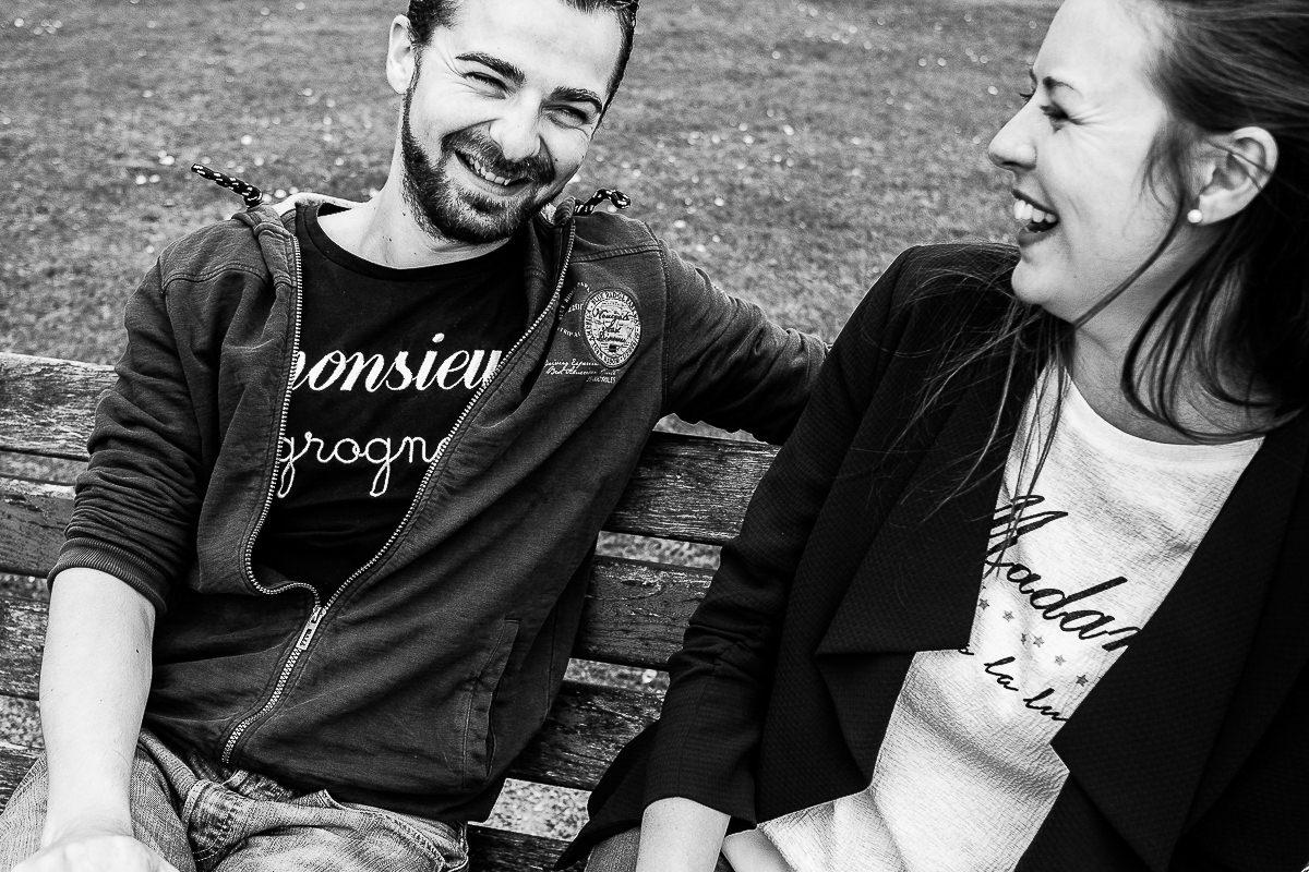 couple qui rit à cabourg