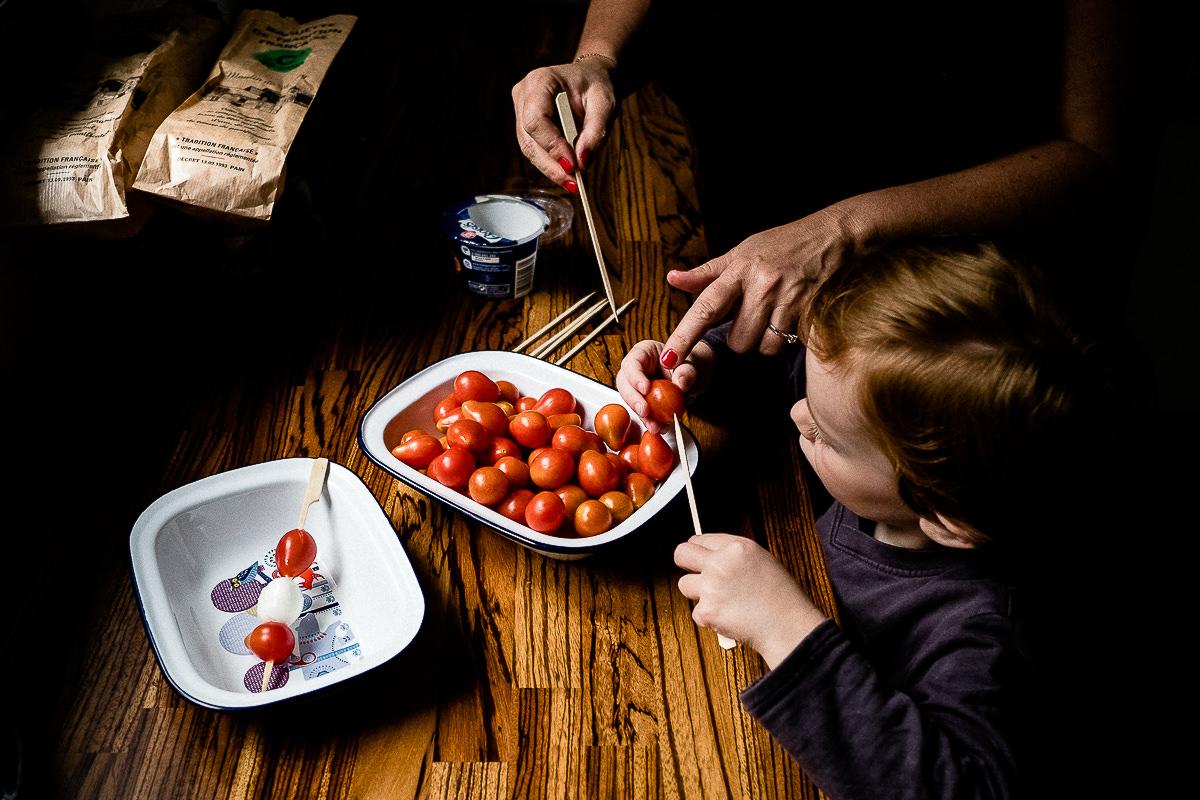 préparer l'apéritif en famille