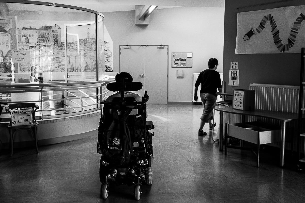 enfant en fauteuil roulant, photographe spécialisée dans le handicap