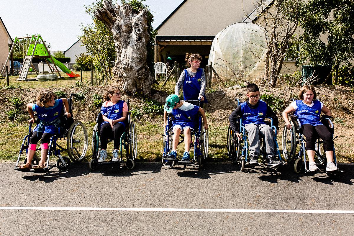 enfants en fauteuils roulants