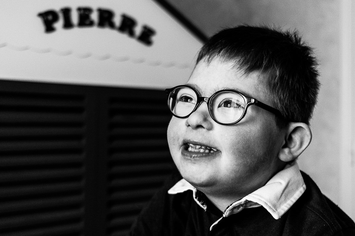 petit garçon trisomie 21 sourire