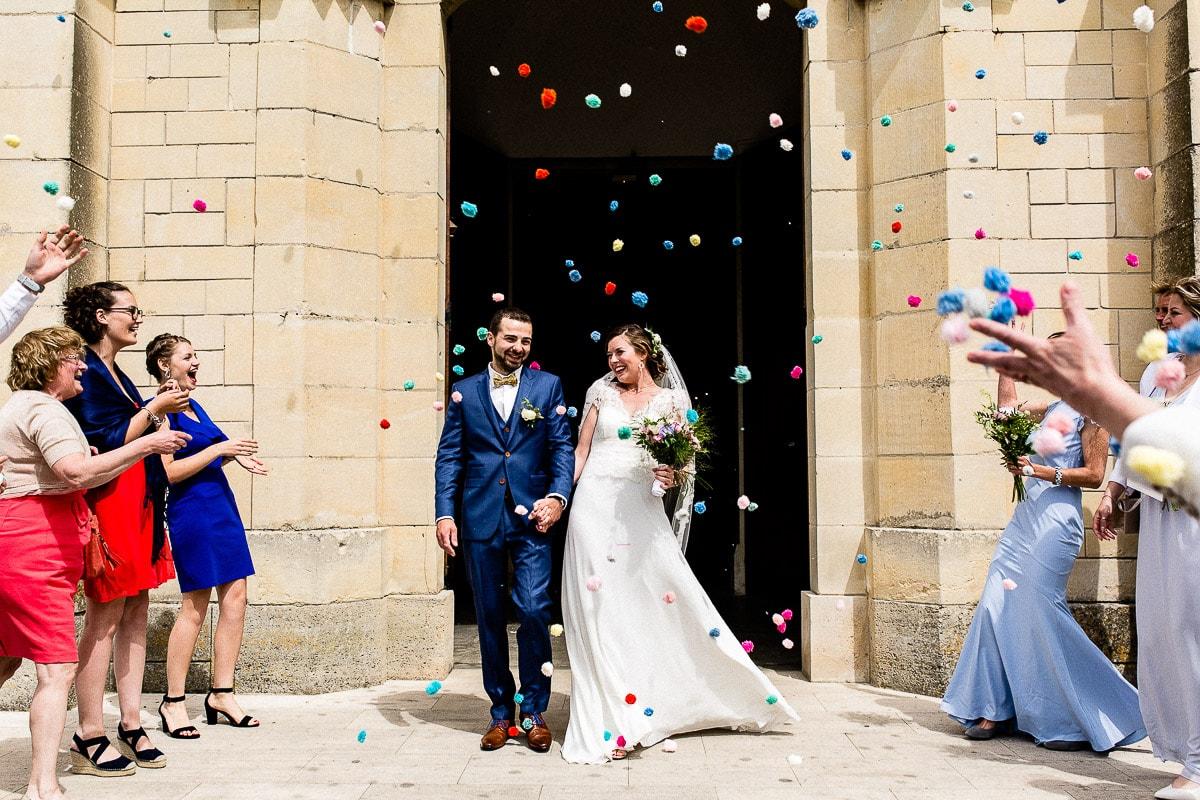 sortie d'église mariage normandie lancer de pompons