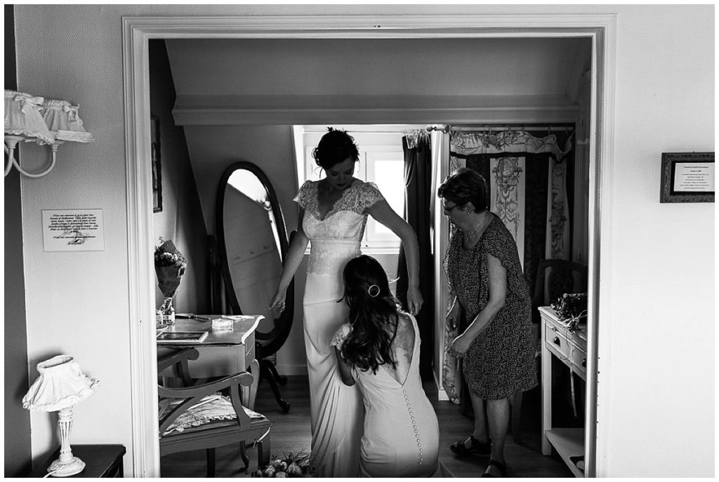 passage de la robe de la mariée