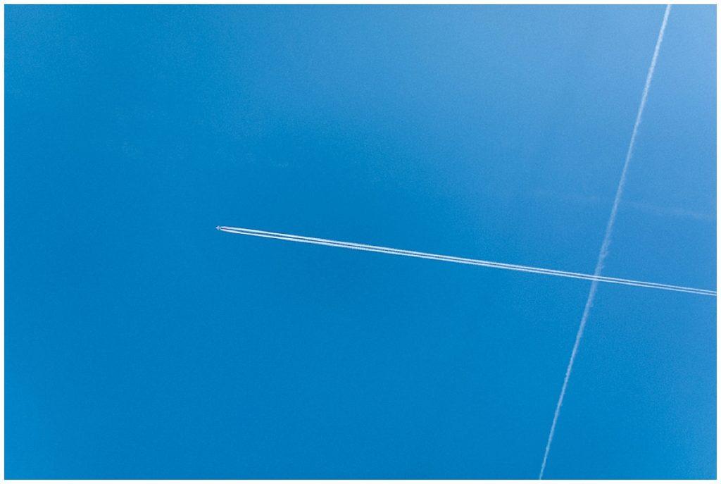 avions qui traversent le ciel