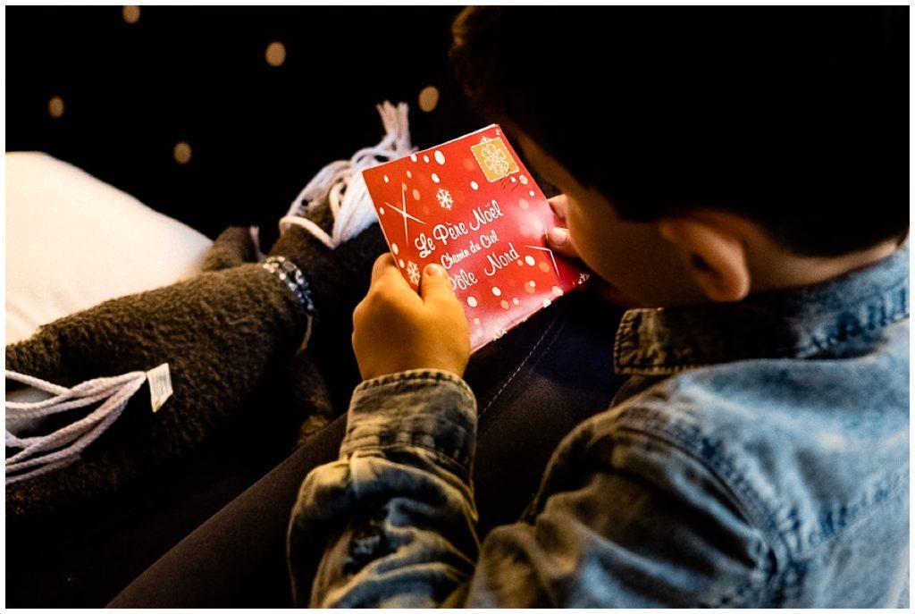 écrire sa lettre au père Noël, une séance photos des préparatifs deNoël