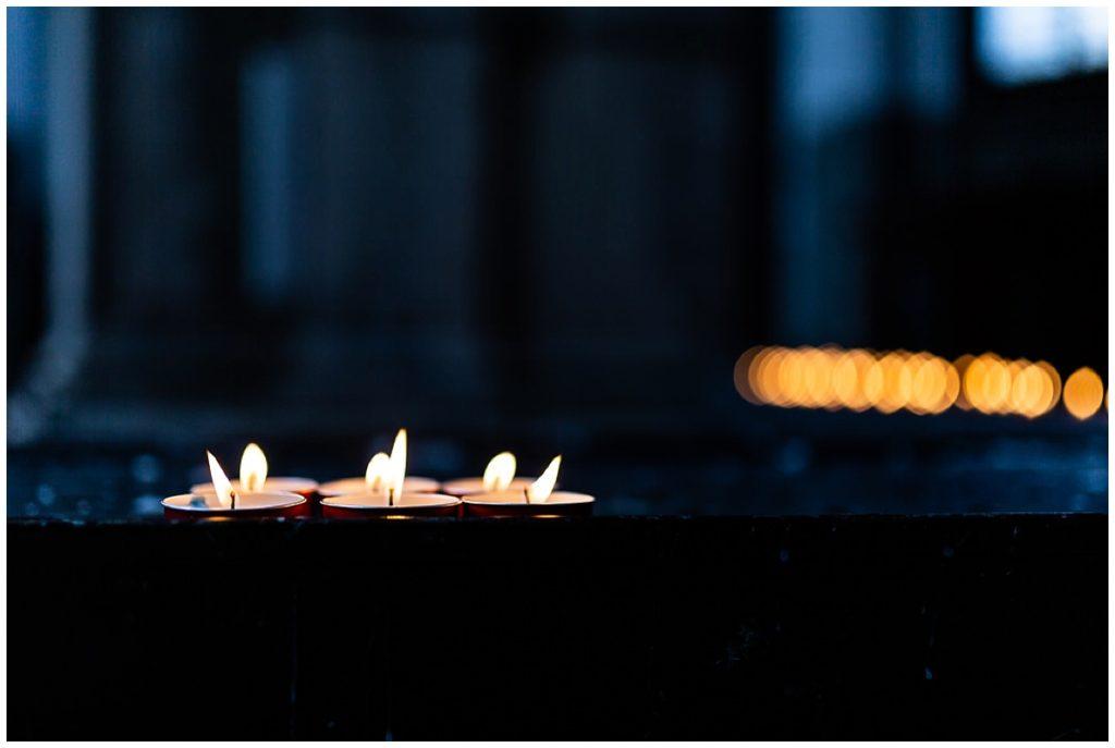 bougies dans une église à venise