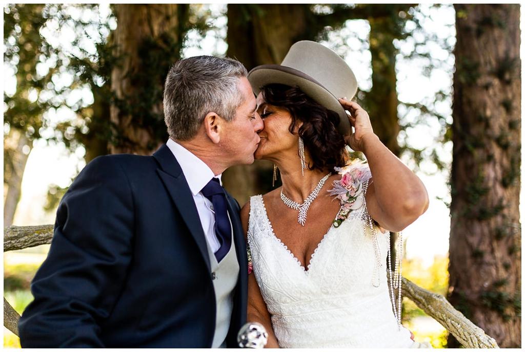 photo de couple mariage au chateau de courtomer