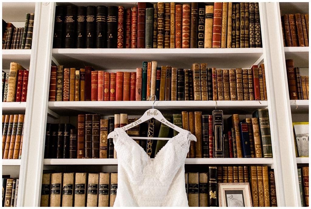 robe de mariée au chateau de courtomer normandie, audrey guyon photographe mariage normandie