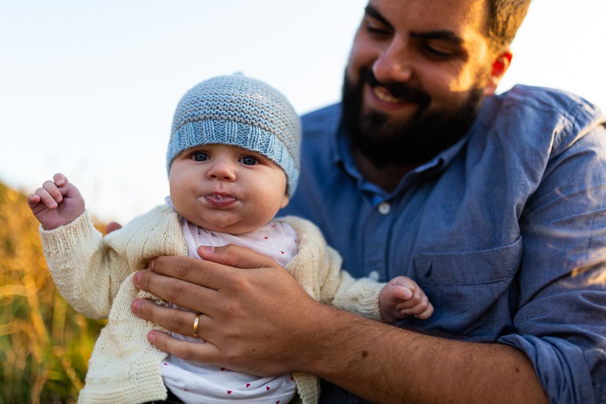 bébé qui a fini de manger, photographe famille manche audrey guyon