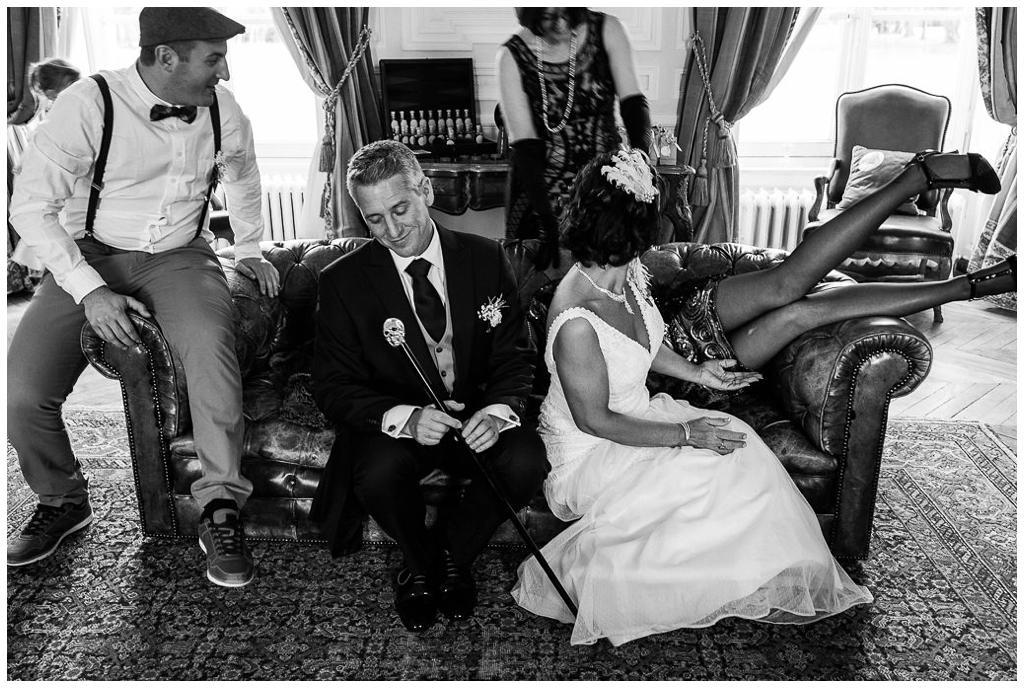 photo de groupe mariage drole au chateau de courtomer normandie