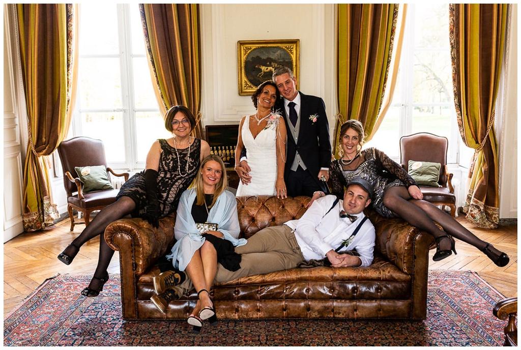 photo de groupe au chateau de courtomer, photographe mariage normandie audrey guyon