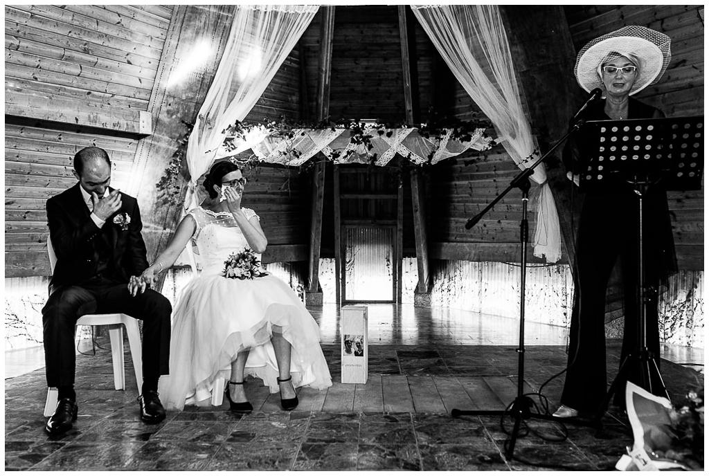 émotions cérémonie laique d'un mariage d'automne en normandie au domaine de la guérie, audrey guyon photographe mariage normandie