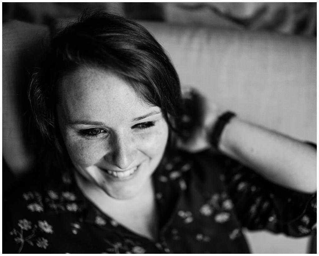 portrait de femme en noir et blanc par audrey guyon, photographe portrait en normandie