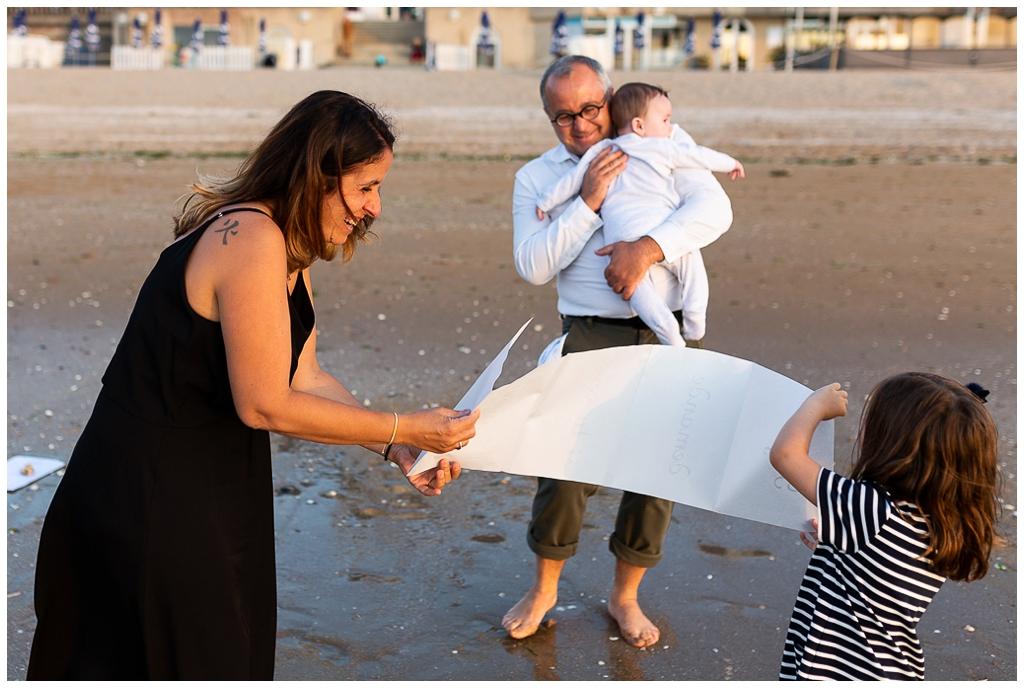demande en mariage à cabourg photographiée par audrey guyon, photographe en normandie