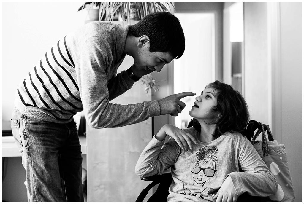 photographe du handicap, audrey présente un reportage photo sur les aidants familiaux