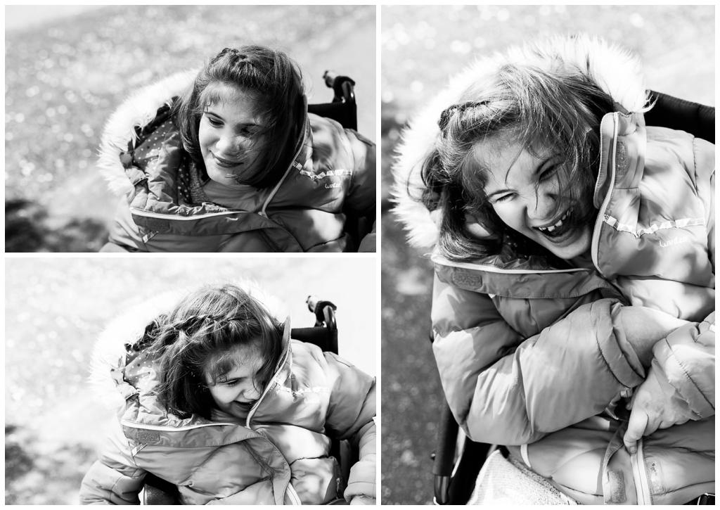 rires et sourires d'une jeune fille en situation de handicap