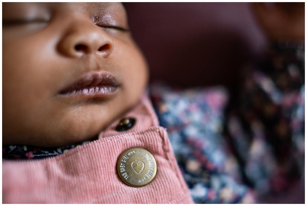 bouche de bébé, audrey guyon photographe nouveau né à domicile